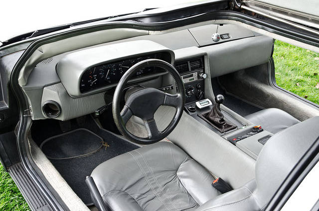 DeLorean DMC-12, interior