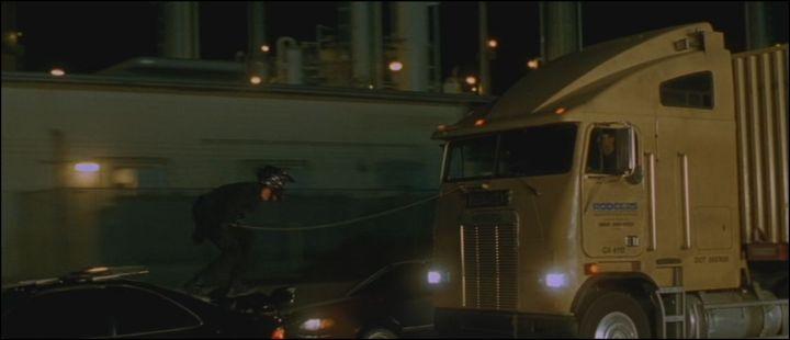 Freightliner FLA 104