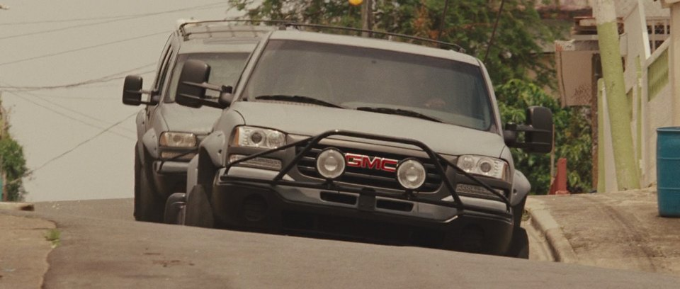 2001 Chevrolet Suburban 2500 with GMC Front GMT830